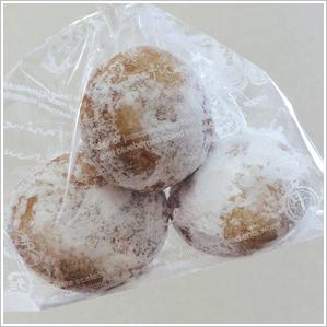 ホワイトアーモンドボール 180円(税込)